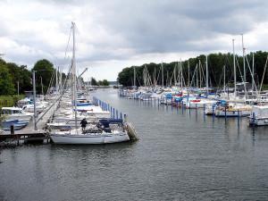 Der Yachthafen im künstlich geschaffenen Graben des Dänholm