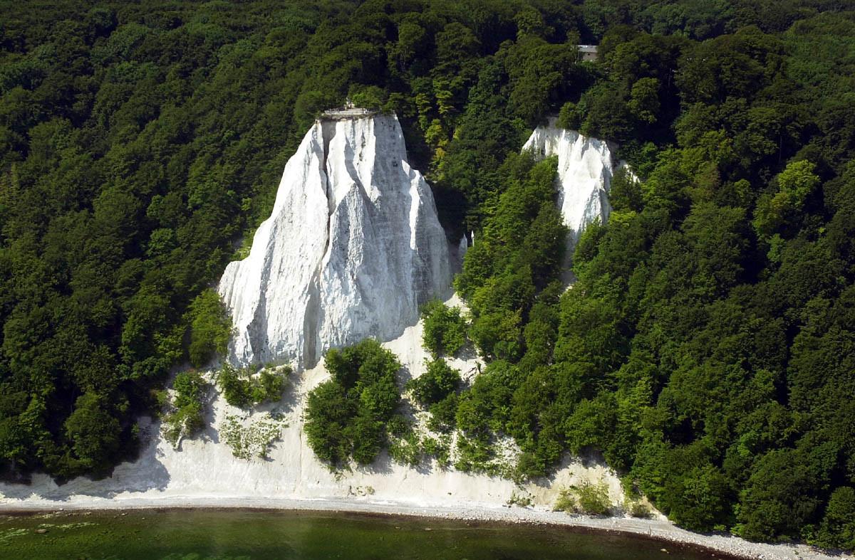 Den schönsten Grabstein gibt es auf Rügen: Den Königsstuhl