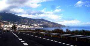 La Palma - Berge bis in die Wolken, rings herum stahlblaues Wasse. Eine Insel für Individualtouristen.
