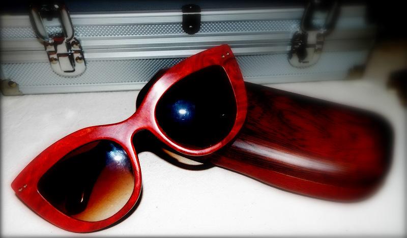 Holzbrille ist nichts für Holzköpfe. Das wäre dann zu viel des Guten! Aber für die Anderen gibt es keinen Kurzschluss im Kopf. Genial!