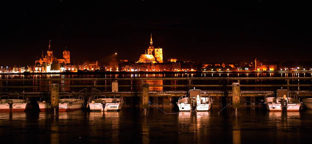 """Rügen / Stralsund: Die Hansestadt will Altefähr """"kaufen"""", obwohl sie mehr pleite ist als Altefähr."""