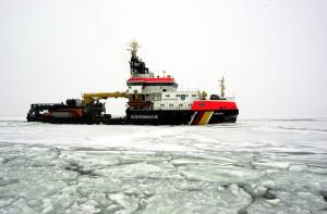 # 0133 Die Arkona im Eiseinsatz Foto: Marius Jaster