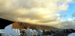 """Die kanarischen Kiefern """"melken"""" obern auf den Bergen die Wolken"""